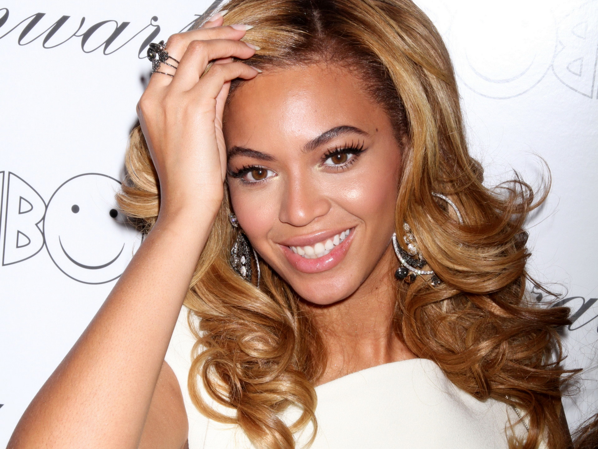 Beyonce-Knowles-plastic-surgery