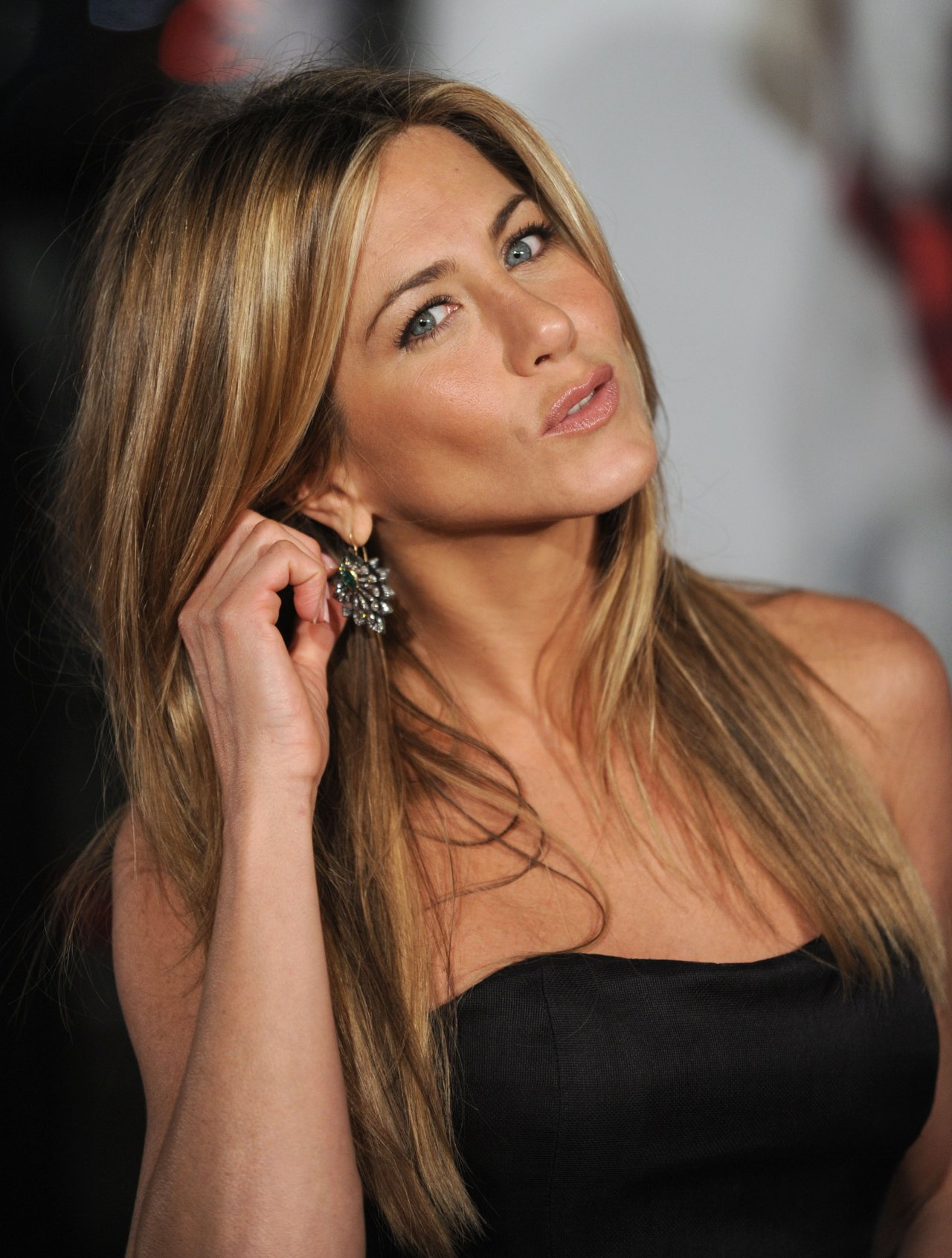Jennifer-Aniston-plastic-surgery-2
