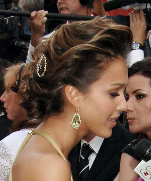 Jessica-Alba-twisted-bun-hair