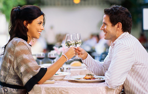 couple_restaurant_glasses