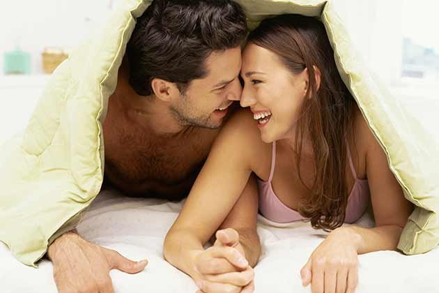 couple-relationship-bed