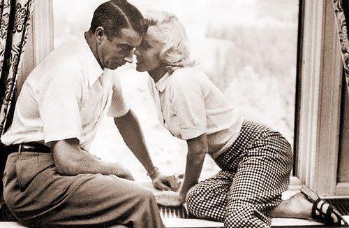 Joe_DiMaggio_Marilyn_Monroe